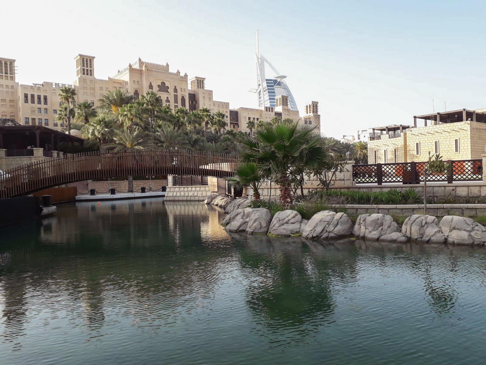 Der Souk Madinat Jumeirah ist durchzogen von künstlichen Kanälen