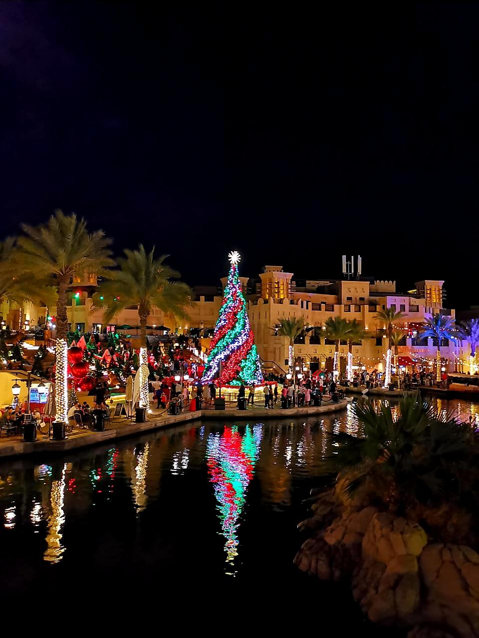 Zu Weihnachten wird hier ein traditioneller Weihnachtsmarkt aufgebaut