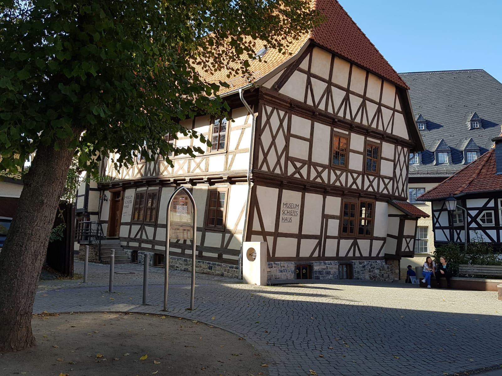 """""""Das Schiefe Haus"""" wurde jahrelang von der Stadtverwaltung  als Verwaltungssitz genutzt"""
