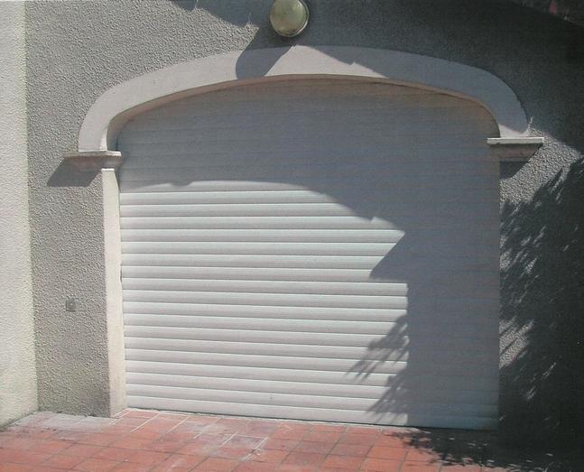Porte de garage enroulable electrique
