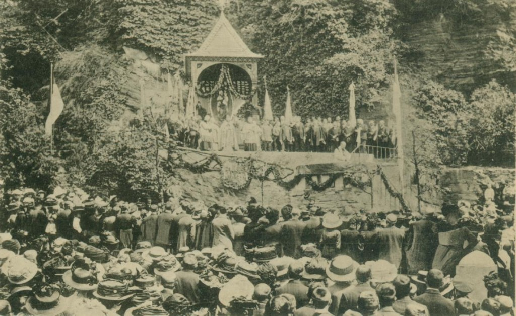Einweihung der Gnadenkapelle im Jahre 1912. (Vorläufer vom Pilgerplatz)