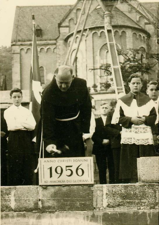 1956 Grundsteinlegung Pfarrheim durch P.Gervasuis)