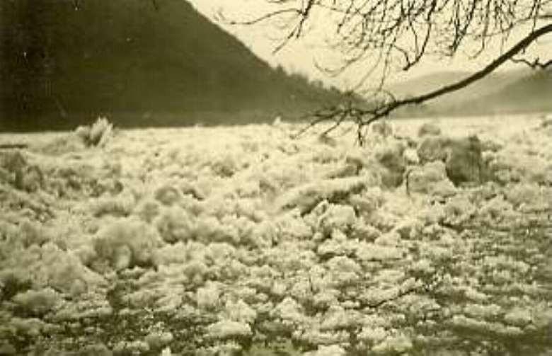 Eisgang 1954 / das Eis kommt