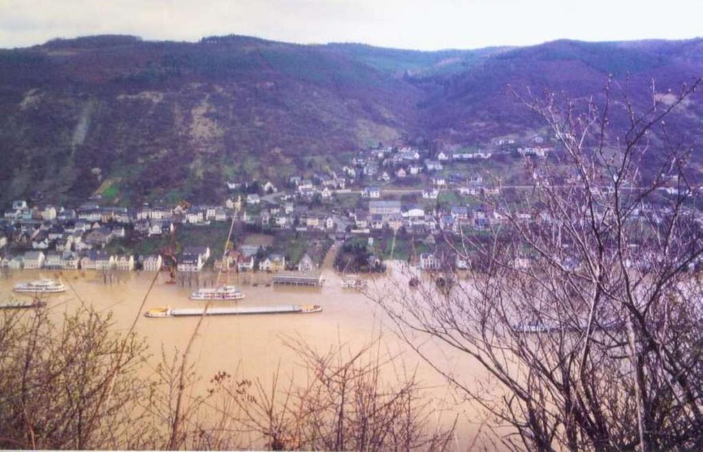 1988 Hochwasser. Blick vom Eisenbolz auf Kamp