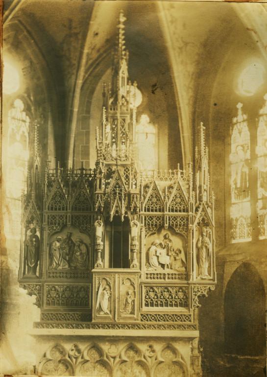 1880er Jahre. Altaraufsatz in der alten Kirche.Gestiftet von Erzbischof Roos. 1924 an die Gemeinde Ölzheim bei Prüm verkauft.