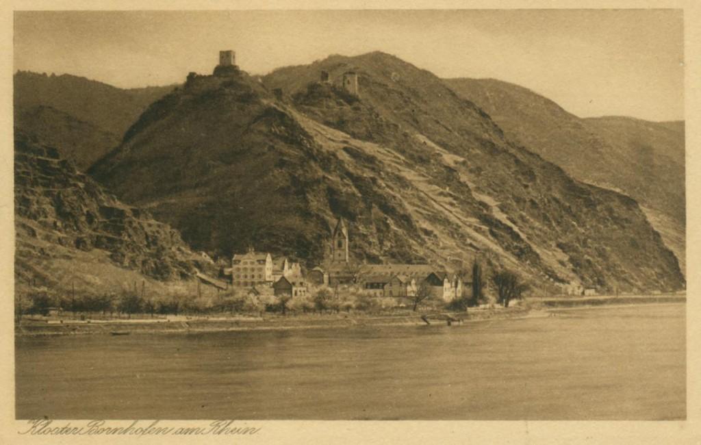 Etwa um 1900. Weinberge bis hinauf zu den Burgen