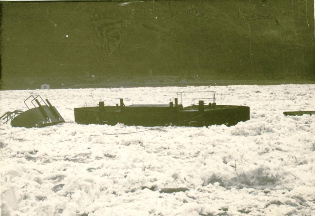 1956 Eisgang / Anlegestellen werden abgerissen. Große Schäden!