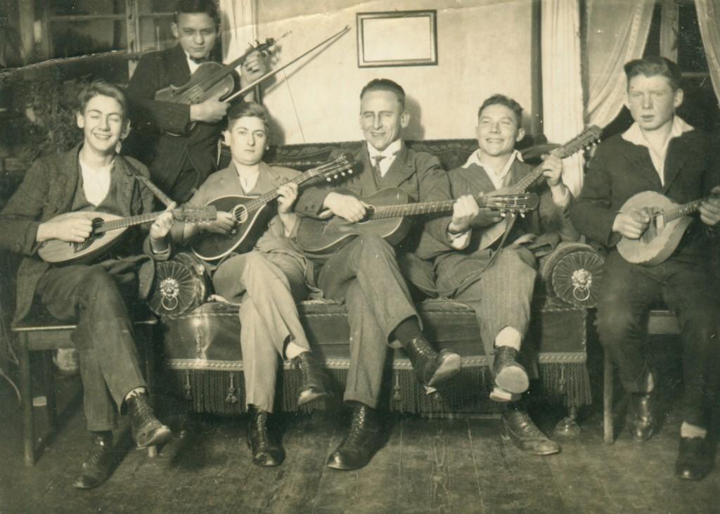 """Mandolinenclub in den """"Dreißiger Jahren"""""""