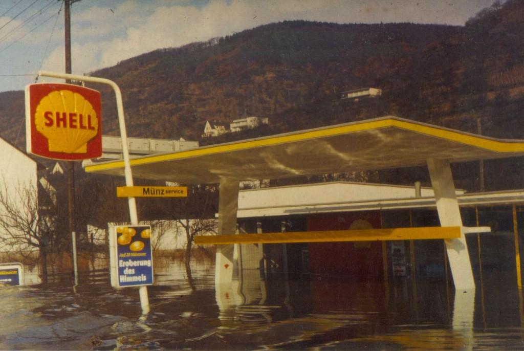 1971 Hochwasser / Shell- Tankstelle Marner