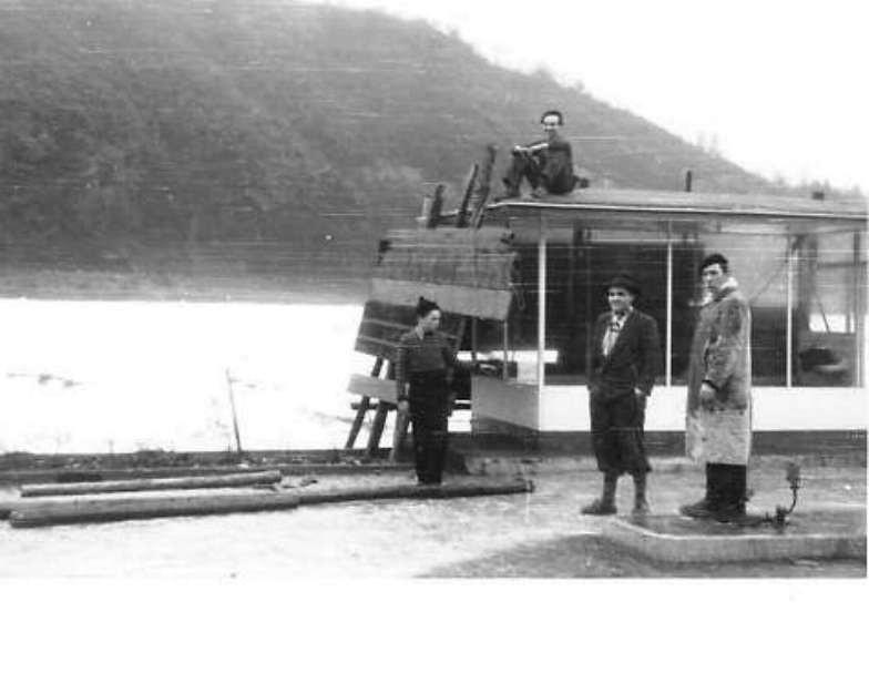 Eisgang 1954 / Schutzmaßnahmen an Esso Tankstelle