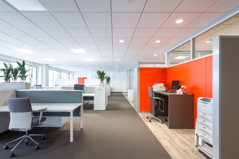 Verschiedene Fußbodenbeläge in einem Büro