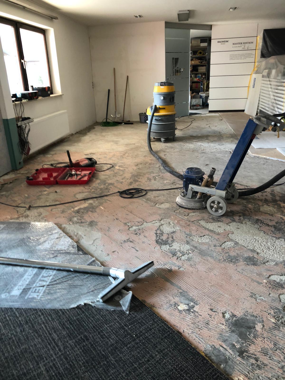 Erste Vorarbeiten für den Umbau der Bodenabteilung.