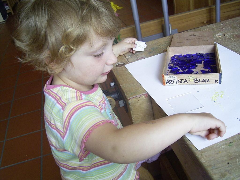 Alle Krippenkinder waren ganz vorsichtig mit den Glasscherben und voll bei der Sache!