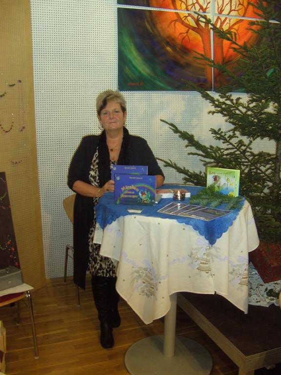 Freitag, 25.11.2011 -- Präsentationstisch beim Adventmarkt in Weyer