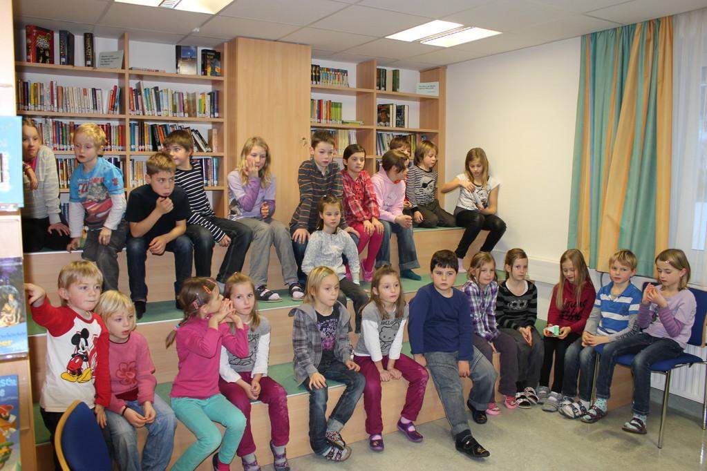 Das Publikum bei der Kinderlesung am 22.12.11 in der Bücherei Gaflenz