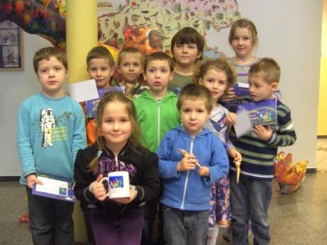Übergabe der Bücher in der Volksschule und im Kindergarten Kleinreifling 21.12.11 - mit Verlosung der Koboldinentasse