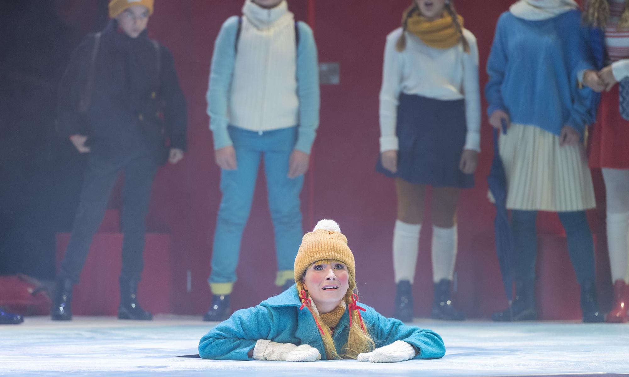 Emilia - Bei der Feuerwehr wird der Kaffee kalt - 2019/20 Die Theater Chemnitz - Kostüm: Alexa Riedl, Maske: Nadine Wagner