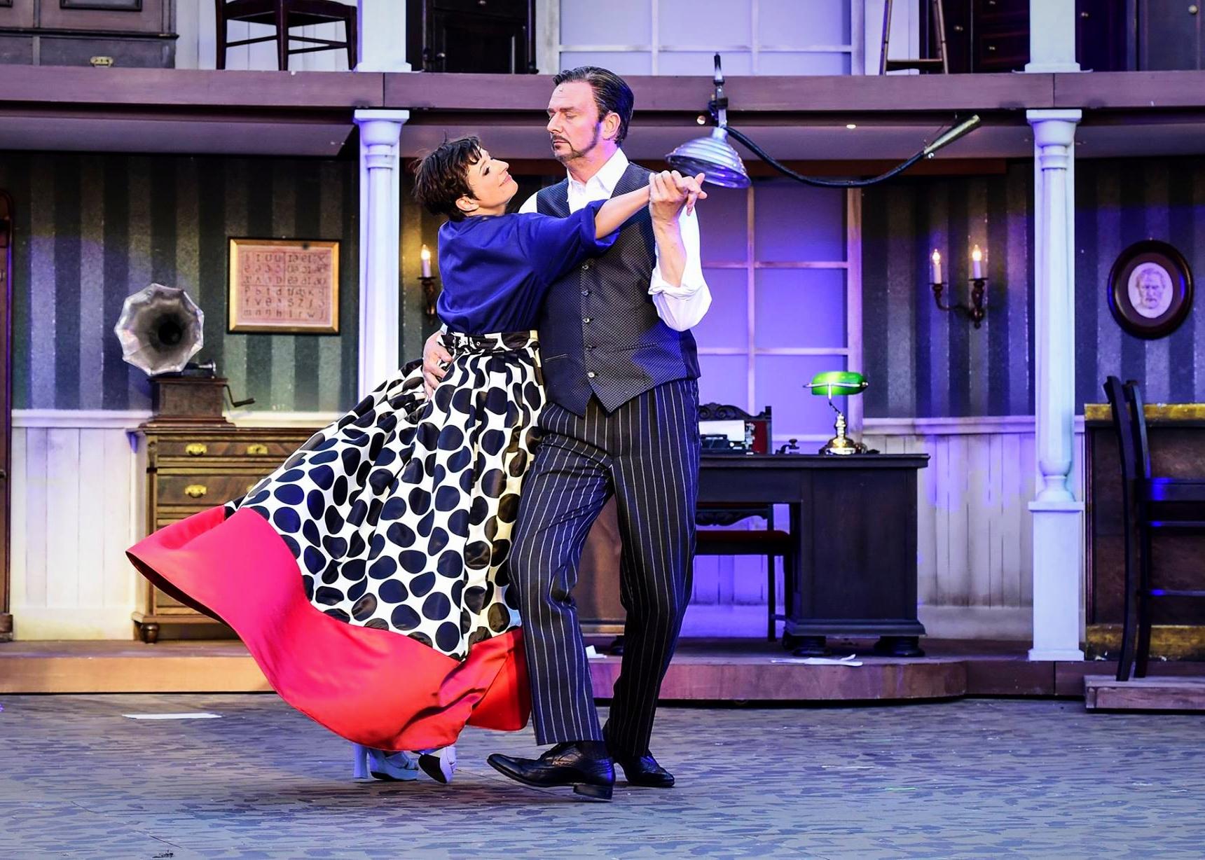 Eliza - My Fair Lady - 2016/17 Die Theater Chemnitz - Kostüm: Lukas Waßmann, Maske: Nadine Wagner, Bühnenbild: Sam Madwar
