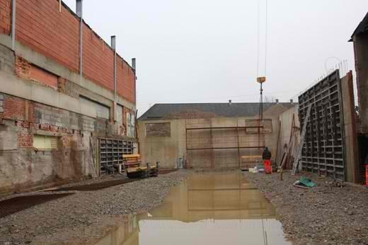 erste Betonierungsarbeiten im Untergeschoss der Halle