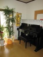 ~多目的室1 ピアノ ~ 音楽の時間もココで行います