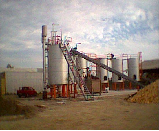 Fábrica de carvão vegetal no Chile: vista dos fornos