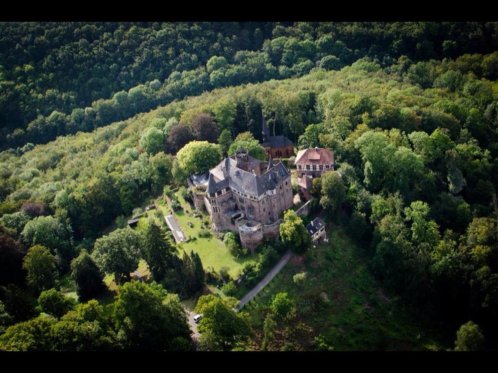Schloss Berlepsch (Ma Solitude von 1995-2012), regelmäßige Besuche im Restaurant und der Familie vom Schlossherrn ist Pflichtprogramm (vom HR Fernsehen 2013 zum schönstes Schloss Hessens gewählt).