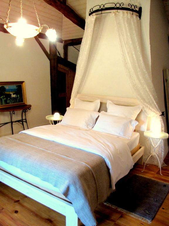 """""""Bonne nuit!"""" dans la chambre de l'étage de votre gîte de charme"""