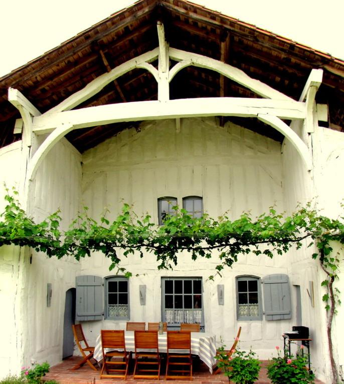 """Terrasse couverte ou """"Estentad"""" typique des maisons de maîtres dans les Landes"""