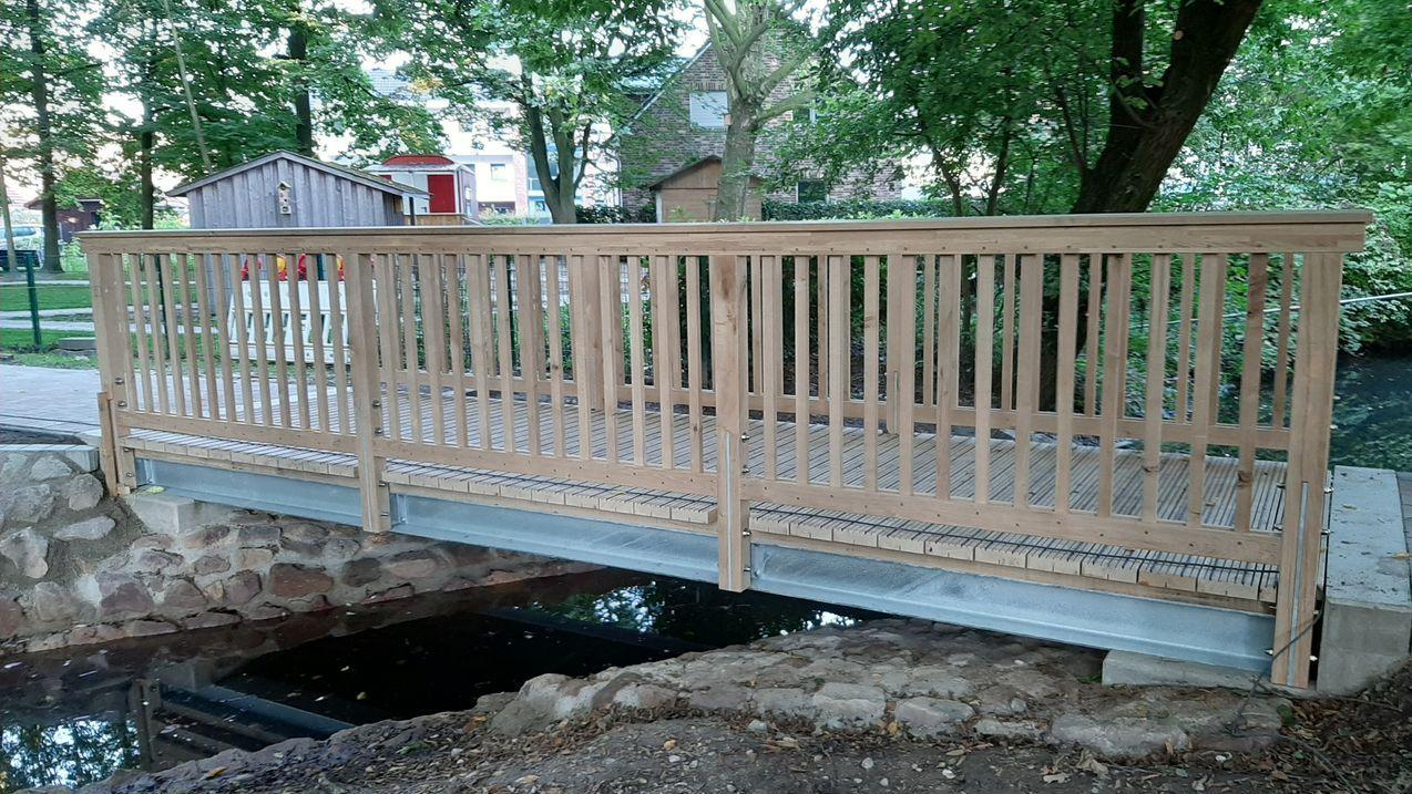 Neue Brücke über die Teichanlagen im Generationenpark Osterwick | Foto Heimatverein Osterwick