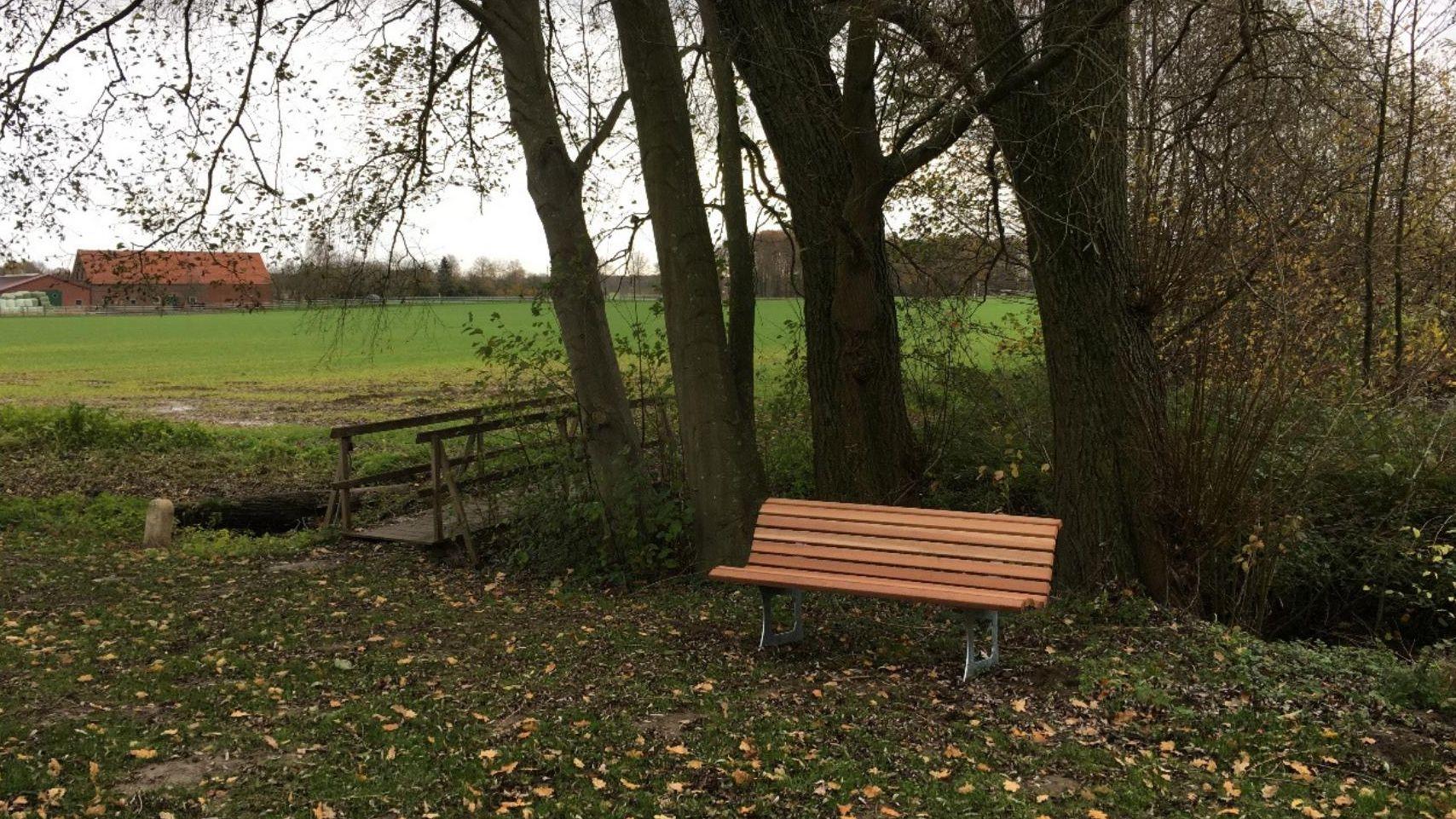 Sitzgelegenheiten für den Tilbecker Barfußgang