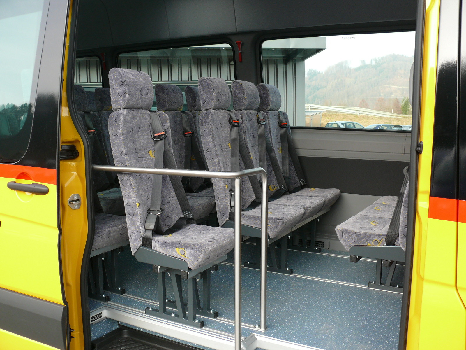 schulbus bus mieten bus kaufen bei ag kleinbusse midibusse vip busse. Black Bedroom Furniture Sets. Home Design Ideas