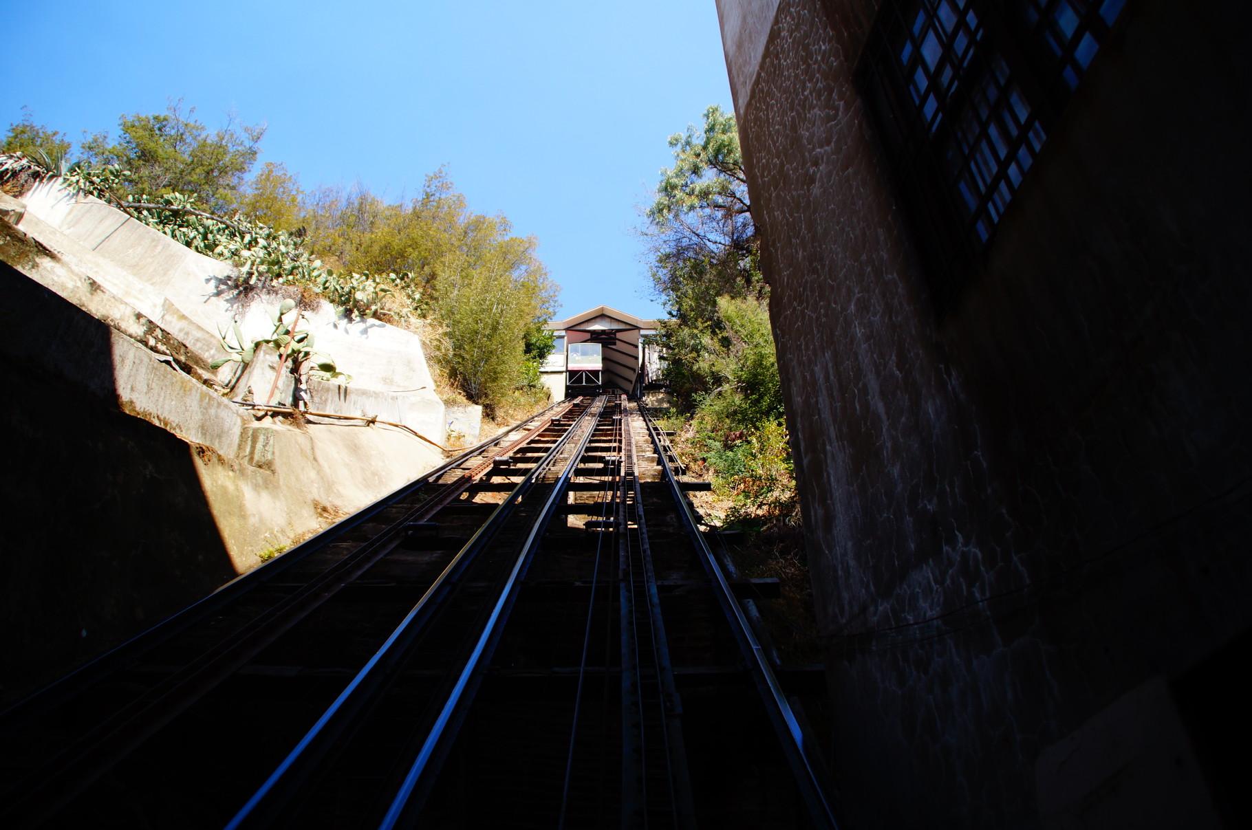 Die Ascensores (Aufzüge) sind eines der Wahrzeichen von Valparaíso