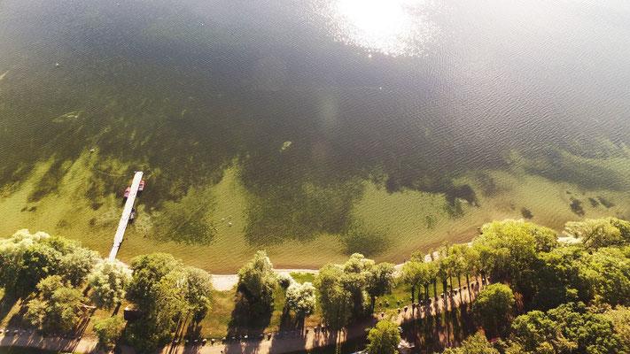 Glasklares Wasser, Stellplätze direkt am See und den Uferwiesen © Naturcamping Zwei Seen am Plauer See/MV . https://www.zweiseen.de