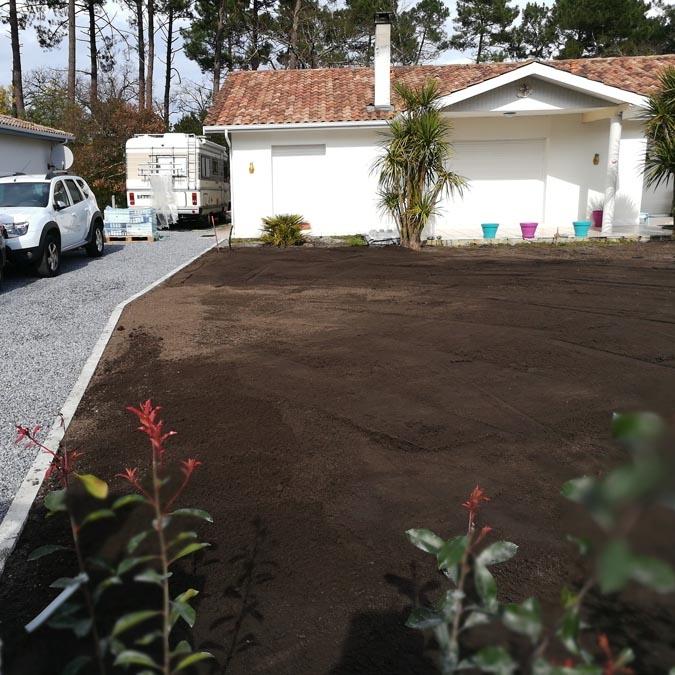 <h3>Apport de terre remblai et végétale</h3>