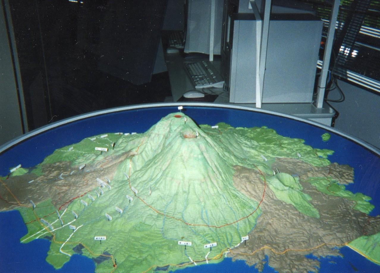 990807桜島国際火山砂防センターにて