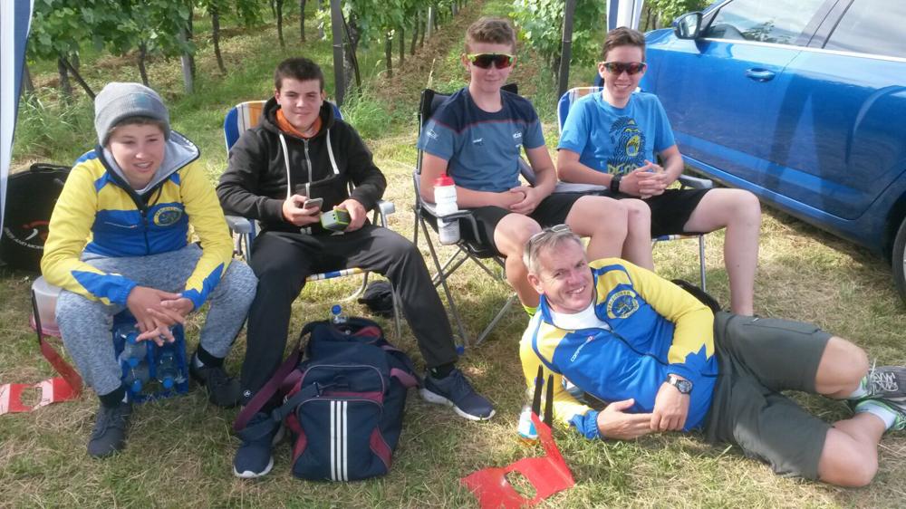 Das Team Rheinland mit Philip (2. v.l.) und Enzo (rechts) bei der Südpfalz-Tour.