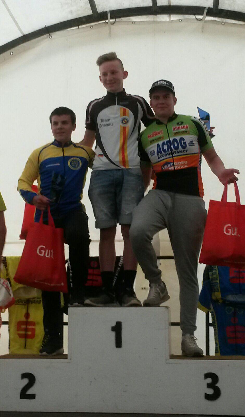 Siegerehrung nach der 2. Etappe mit Philip auf Rang 2.
