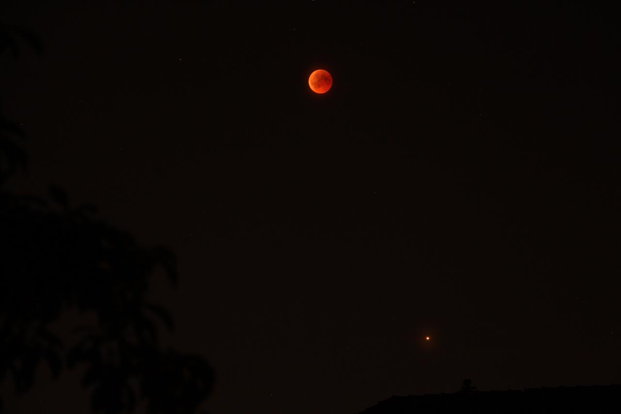 Blutmond und Mars, 22:51 Uhr