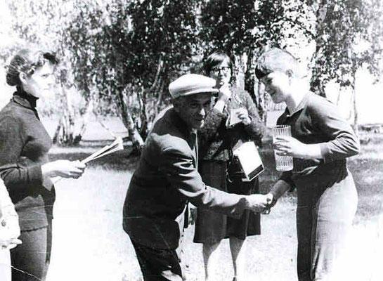 80-е годы. Евгений Иванович с учениками на спортивном кроссе