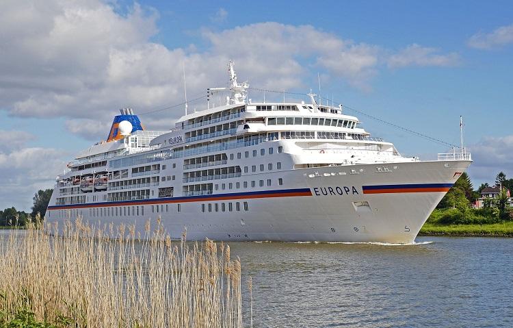 Kreuzfahrtschiff im NOK