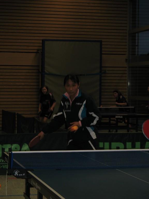 Qianhong im direkten Spiel mit den Jugendlichen