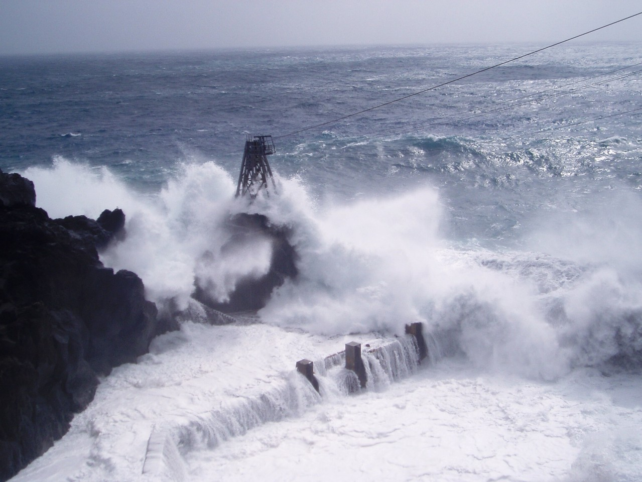 台風前の三宝港