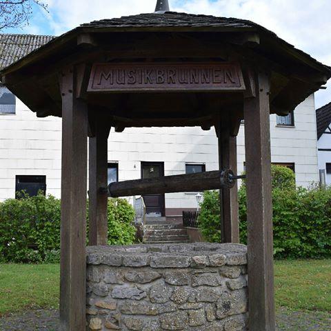 Im Juli 1922 gründeten 7 junge Männer die Musikkapelle Nettersheim um die Ortsfeste zu verschönern und die Pilgerwallfahrt nach Barweiler zu begleiten.