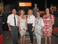 Von rechts: Landfrauenpräsidentin Hildegard Schuster, Ursula Pöhlig, Gudrun Stumpf und Helga Kawe, Landwirtschaftsministerin Priska Hinz und HBV-Präsident Friedhelm Schneider. Foto: Lehmkühler