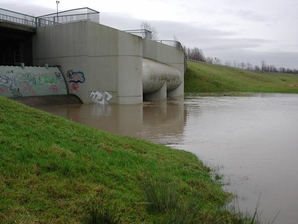 Auslaufbauwerk bei höheren Wasserständen