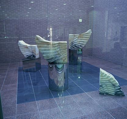 「開闢(かいびゃく)」1997年 岡山中央病院本館モニュメント(岡山市)