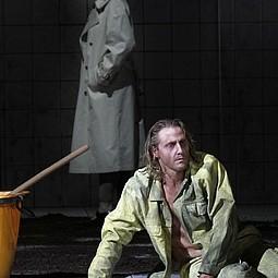 Harriet Kracht (Alte Leonore), Richard Furman (Florestan) Foto: Klaus Lefebvre
