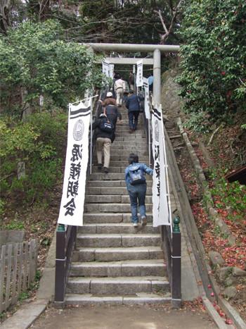 法華堂跡(源頼朝の墓)への階段