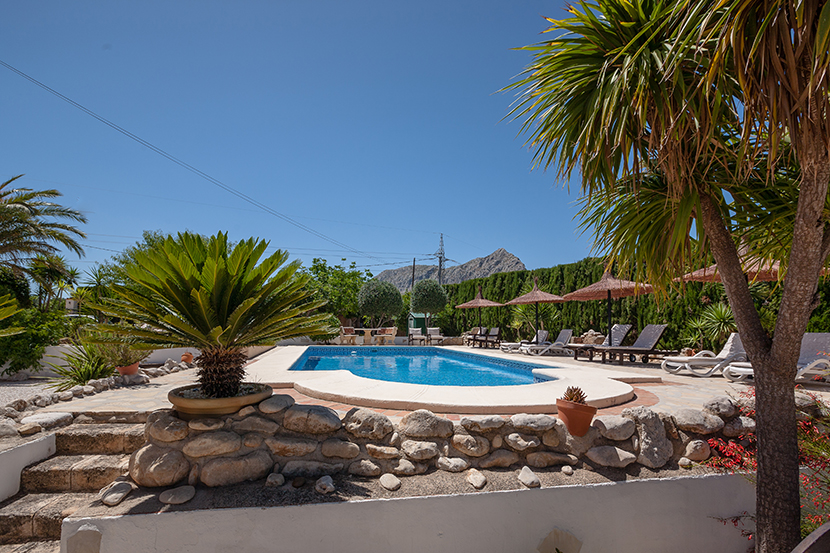 Enjoy your holiday at our pool - and by the way... we have enough lounger ;-)