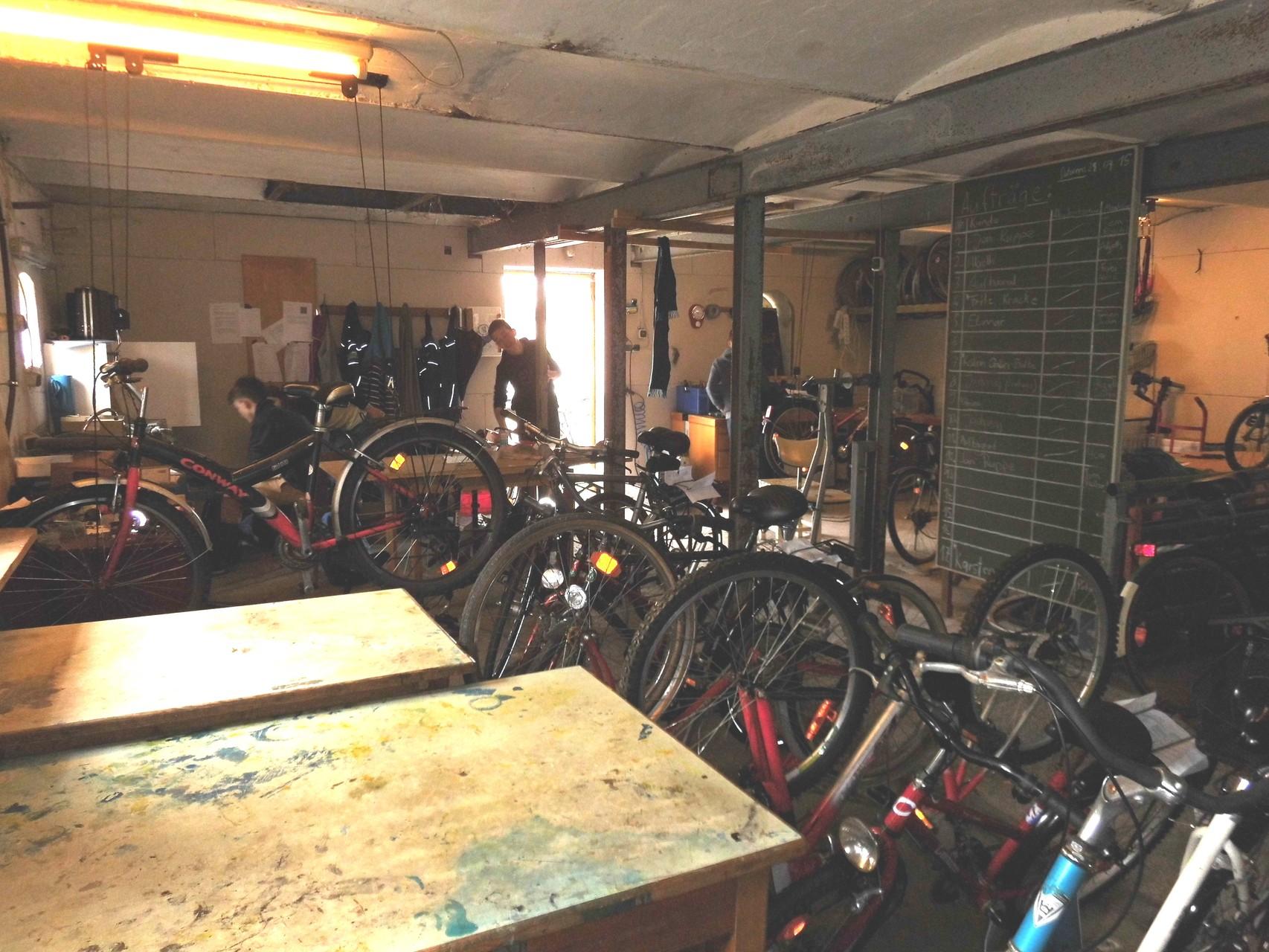 Unsere Werkstatt bricht aus allen Nähten, wir benötigen ein zusätzliches Lager.